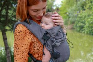 Porter votre bébé dès la naissance dans le porte-bébé nekosling, physiologique et évolutif