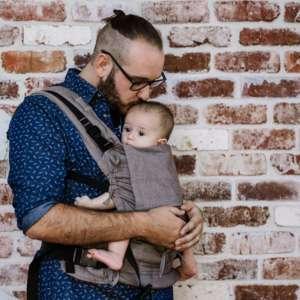 Porte bébé en tissu préformé physiologique homme brun