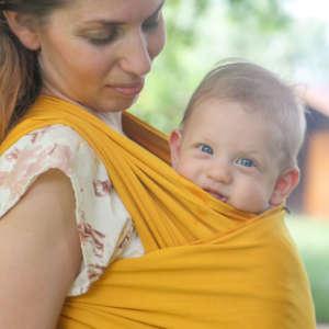Porter bébé dès la naissance avec l'écharpe élastique de Nekoslings. Idéal pour les bébés prématurés! Achat en suisse
