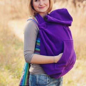 Une couverture de portage pour tenir chaud à bébé lors des balades. Idéal entre saisons. De la marque Little Frog