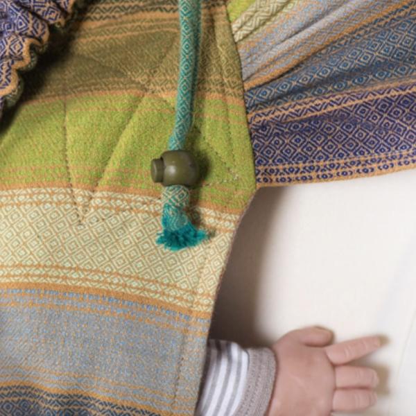 Porter son bébé dès la naissance avec le wrapmysol de Girasol. Un porte bébé physiologique et évolutif.