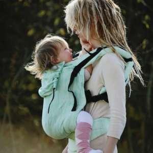 Porter un enfant de 2-5 ans dans un porte bébé physiologique. Pour faire des balade avec votre enfant. Le porte bébé XL toddler de little frog