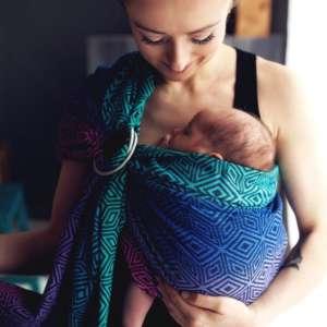 Portez votre bébé en sling de portage. Idéal au quotidien pour porter, allaiter, aussi pour bébé prématuré. Le sling de little frog