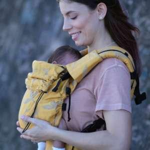 Porte bébé pour porter dès la naissance. Avec le nekoswitch, un portage physiologique de 0 à 2 ans
