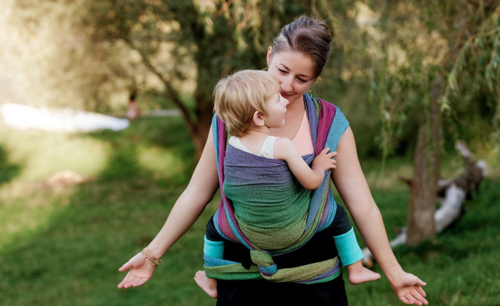 Permanence de portage. Venez faire contrôler votre installation en portage. Conseils et accompagenemnts d'une monitrice professionnelle de portage. Pour porter votre bébé en sécurité.